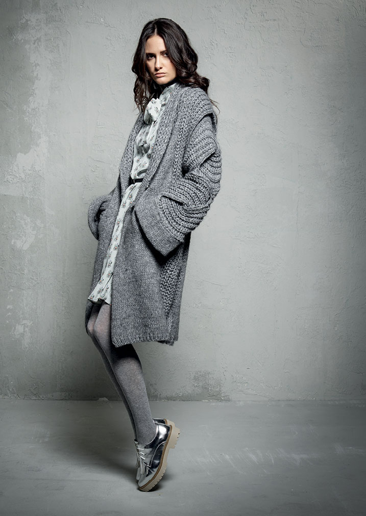 ABITO/DRESS <strong>E325</strong><br> CARDIGAN <strong>E305</strong><br> DOLCEVITA/TURTLENECK <strong>E803</strong>