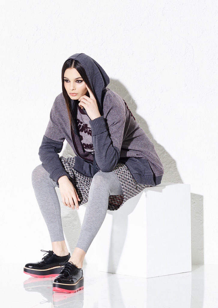 FELPA/SWEATSHIRT <strong> G146</strong><br> MAGLIA/PULLOVER <strong> G147</strong><br> LEGGINGS/LEGGINGS <strong> G339</strong><br> GONNA/SKIRT <strong> G137</strong>