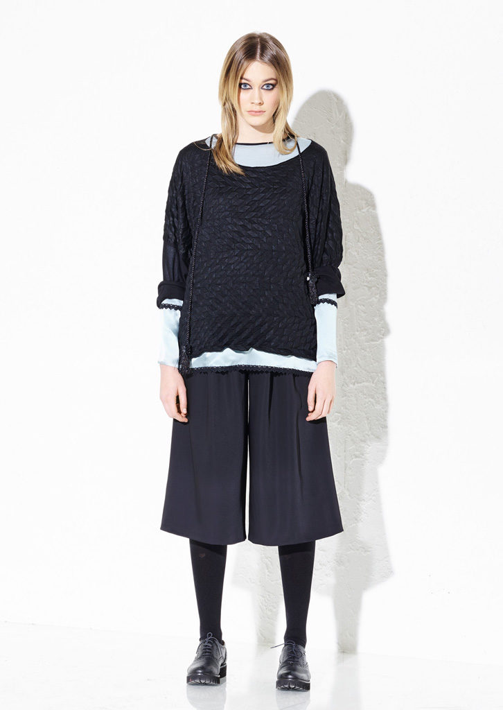 MAGLIA/SWEATER <strong> G244</strong><br> CAMICETTA/SWEATER <strong> G243</strong><br> BERMUDA/PANTS <strong> G253</strong>
