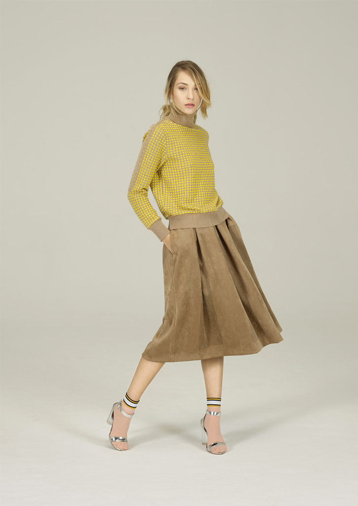 CAMICETTA/SWEATER <strong>N221</strong><br> GONNA/SKIRT <strong>N130</strong>
