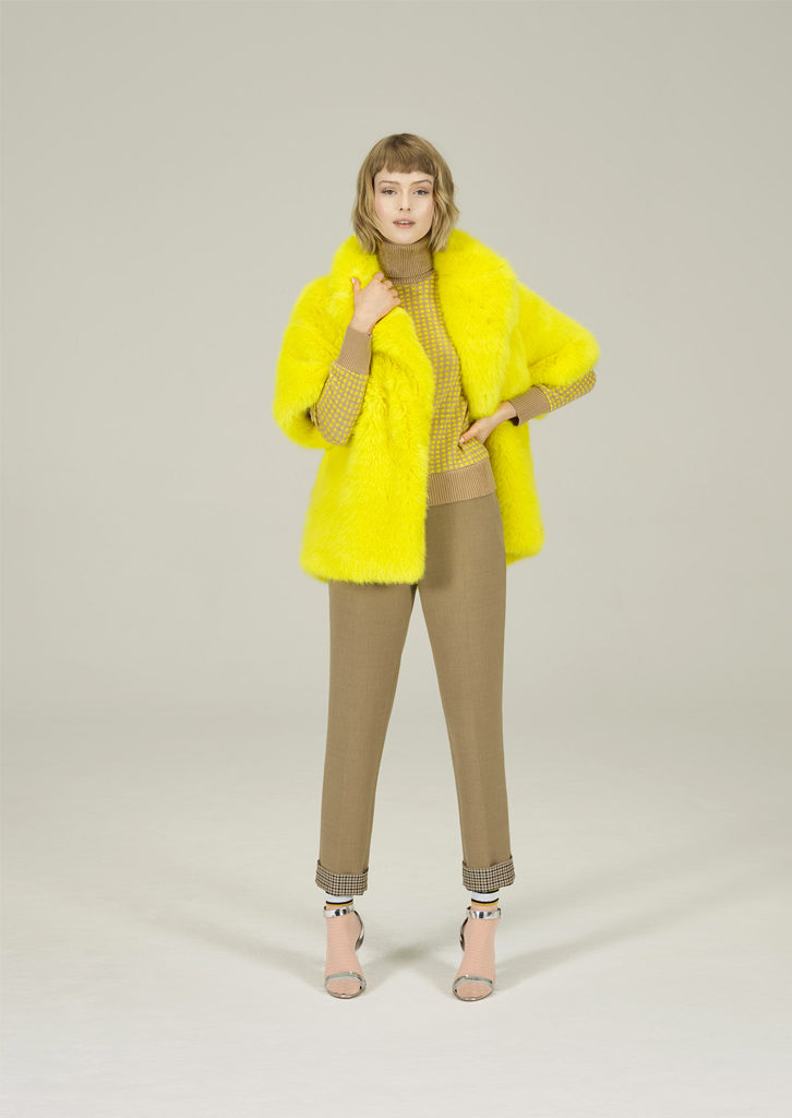 CAMICETTA/SWEATER <strong>N221</strong><br> GIACCA_PELLICCIA/FUR_JACKET <strong>N205</strong><br> PANTALONE/PANTS <strong>N244</strong>
