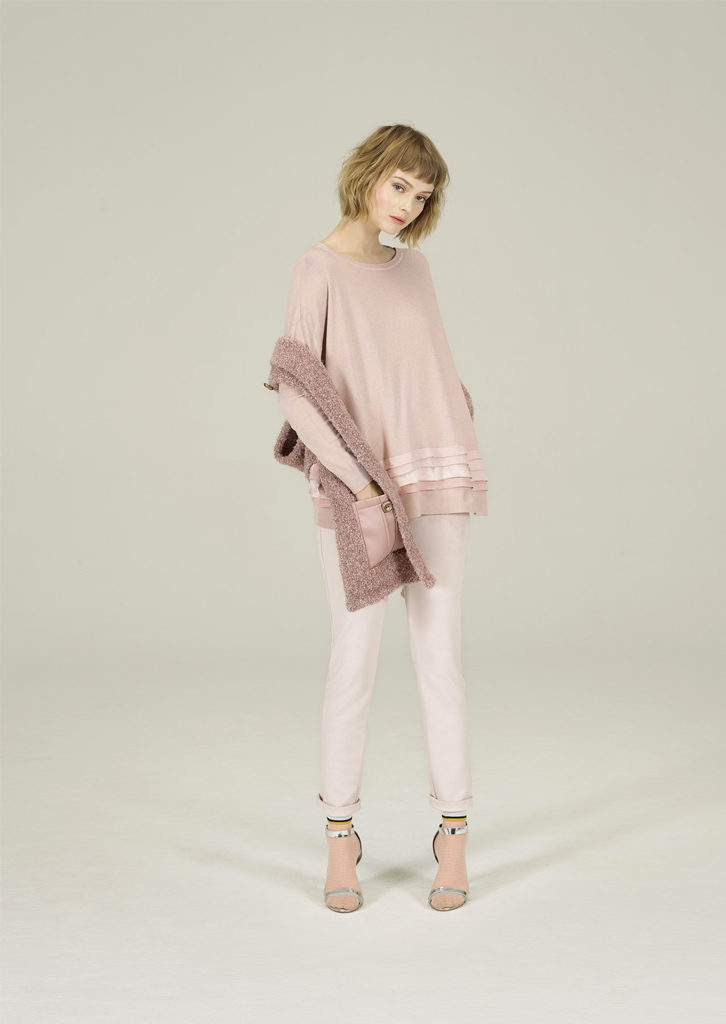 CAMICETTA/SWEATER <strong>N304</strong><br> SCIARPA/SCARF <strong>N314</strong><br> PANTALONE/PANTS <strong>N131</strong>