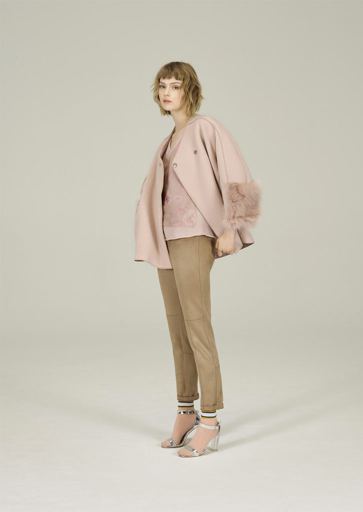 GIACCA/JACKET <strong>N300</strong><br> CANOTTA/TOP <strong>N336</strong><br> PANTALONE/PANTS <strong>N131</strong>