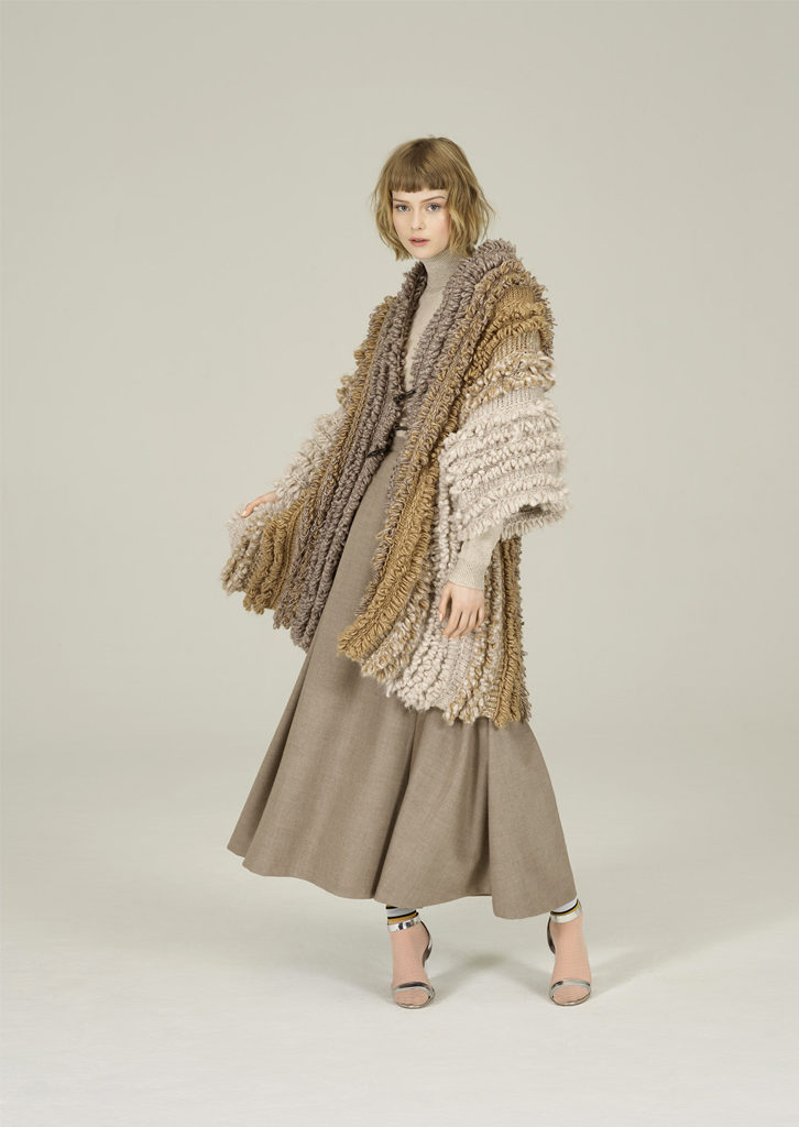 CAMICETTA/SWEATER <strong>N431</strong><br> CAPPOTTO/COAT <strong>N100</strong><br> GONNA/SKIRT <strong>N420</strong>