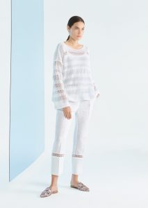 CAMICETTA/SWEATER <strong>P105</strong><br> PANTALONE/PANTS <strong>P183</strong><br> CANOTTA/TOP <strong>P318</strong>