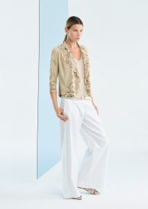 GIACCA/JACKET <strong>P123</strong><br> CANOTTA/TOP <strong>P181</strong><br> PANTALONE/PANTS <strong>P128</strong>