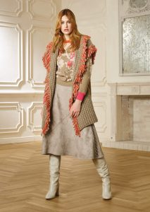 GILET/WAISTCOAT <strong>R428</strong><br> CAMICETTA/SWEATER <strong>R413</strong><br> GONNA/SKIRT <strong>R434</strong>
