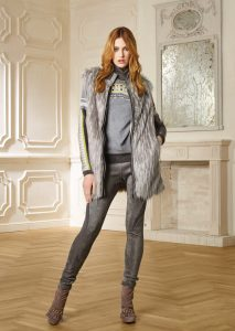 GILET/WAISTCOAT <strong>R205</strong><br> CAMICETTA/SWEATER <strong>R218R</strong><br> PANTALONE/PANTS <strong>R215</strong>