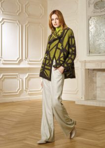 CAPPOTTO/COAT <strong>R220</strong><br> CAMICETTA/SWEATER <strong>R315DV</strong><br> PANTALONE/PANTS <strong>R305</strong>