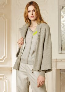 GIACCA/JACKET <strong>R230</strong><br> CAMICETTA/SWEATER <strong>R242</strong><br> PANTALONE/PANTS <strong>R305</strong>