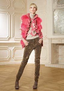 GILET/WAISTCOAT <strong>R356</strong><br> CAMICETTA/SWEATER <strong>R311</strong><br> PANTALONE/PANTS <strong>R411L</strong>