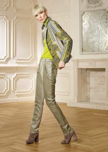 GIACCA/JACKET <strong>R217</strong><br> CAMICETTA/SWEATER <strong>R315DV</strong><br> PANTALONE/PANTS <strong>R322</strong>
