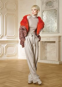 GIACCA/JACKET <strong>R432</strong><br> CAMICETTA/SWEATER <strong>R435</strong><br> PANTALONE/PANTS <strong>R330</strong>