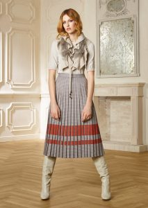 CAMICETTA/SWEATER <strong>R315</strong><br> COLLO/NECK <strong>R251</strong><br> GONNA/SKIRT <strong>R436</strong>