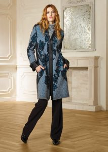 CAPPOTTO/COAT <strong>R507</strong><br> CAMICETTA/SWEATER <strong>R517</strong><br> PANTALONE/PANTS <strong>R609</strong>
