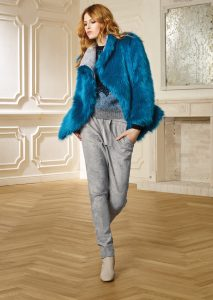 GIACCA/JACKET <strong>R518</strong><br> CAMICETTA/SWEATER <strong>R508</strong><br> PANTALONE/PANTS <strong>R216</strong>