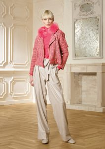 GIACCA/JACKET <strong>R332</strong><br> CAMICETTA/SWEATER <strong>R318</strong><br> COLLO/NECK <strong>R355</strong><br> PANTALONE/PANTS <strong>R330</strong>