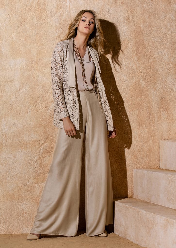 GIACCA/JACKET <strong>S1204</strong><br> CANOTTA/TOP <strong>S1261</strong><br> PANTALONE/PANTS <strong>S1215</strong><br> COLLANA/NECKLACE <strong>S1249</strong>