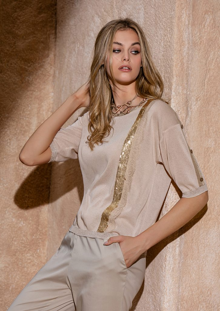 CAMICETTA/SWEATER <strong>S1252</strong><br> PANTALONE/PANTS <strong>S1148</strong><br> COLLANA/NECKLACE <strong>S1250</strong>