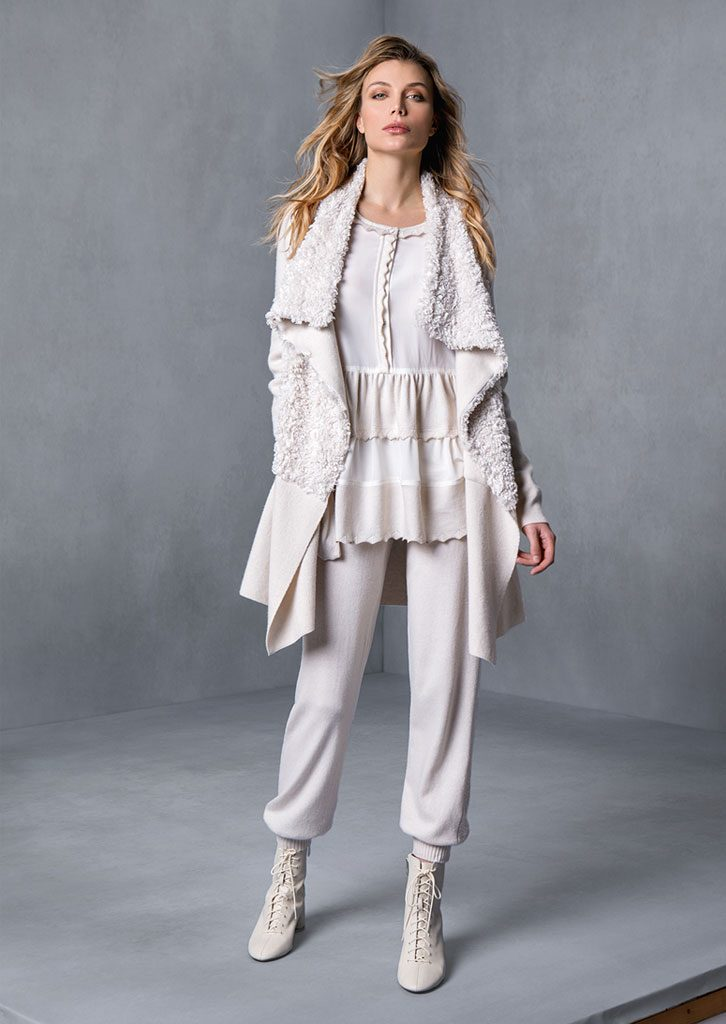 BLUSA/BLOUSE <strong>T631</strong><br> GIACCA/JAKET <strong>T510</strong><br> PANTALONE/PANTS <strong>T552</strong>