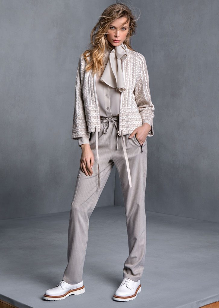 CAMICIA/BLOUSE <strong>T526</strong><br> GIACCA/JACKET <strong>T503</strong><br> PANTALONE/PANTS <strong>T540</strong>