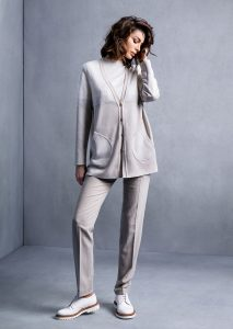 MAGLIA/SWEATER <strong>T532</strong><br> CARDIGAN/CARDIGAN <strong>T551</strong><br> PANTALONE/PANTS <strong>T542</strong>