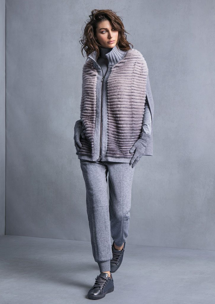 DOLCEVITA/TURTLE_NECK <strong>T610</strong><br> MANTELLA/CAPE <strong>T711</strong><br> PANTALONE/PANTS <strong>T552</strong><br> GUANTI/GLOVES <strong>T850</strong>