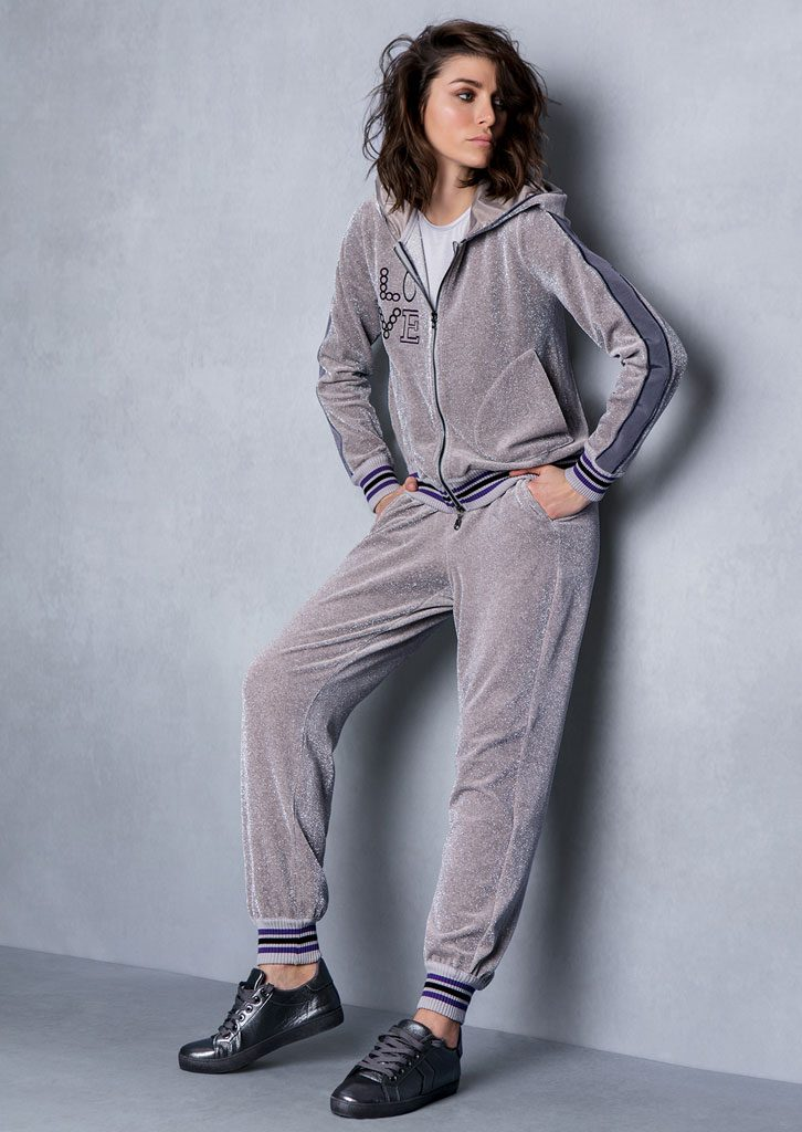 MAGLIA/SWEATER <strong>T823</strong><br> FELPA/HOODIE <strong>T746</strong><br> PANTALONE/PANTS <strong>T745</strong>