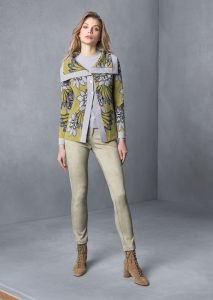 MAGLIA/SWEATER <strong>T839</strong><br> CARDIGAN/CARDIGAN <strong>T801</strong><br> PANTALONE/PANTS <strong>T811</strong>