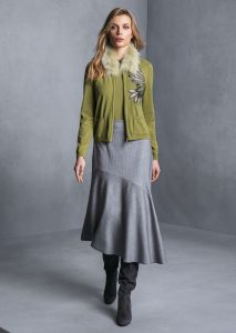 CARDIGAN/CARDIGAN <strong>T804</strong><br> MAGLIA/SWEATER <strong>T839</strong><br> COLLO/COLLAR <strong>T843</strong><br> GONNA/SKIRT <strong>T837</strong>