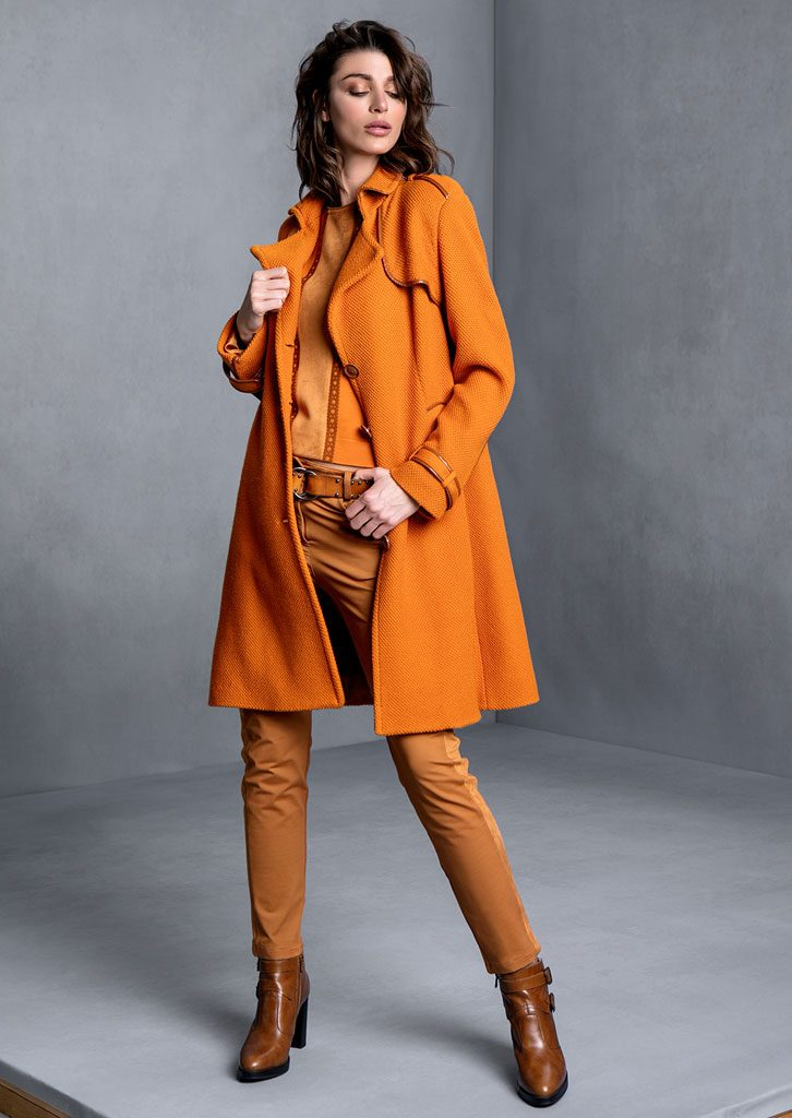 MAGLIA/SWEATER <strong>T607</strong><br> TRENCH/TRENCH <strong>T605</strong><br> PANTALONE/PANTS <strong>T645P</strong>