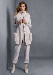 GILET/GILET <strong>T535</strong><br> MAGLIA/SWEATER <strong>T568</strong><br> PANTALONE/PANTS <strong>T552</strong>