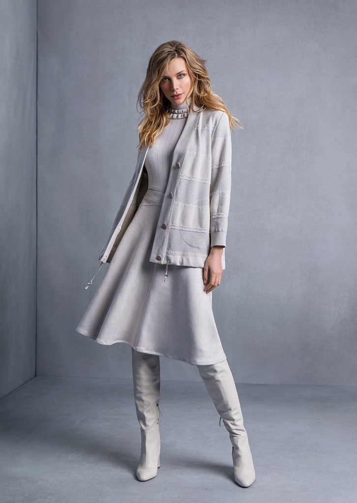 CARDIGAN/CARDIGAN <strong>T569</strong><br> DOLCEVITA/TURTLE_NECK <strong>T547</strong><br> GONNA/SKIRT <strong>T835</strong>