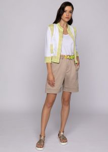 GIACCA/JACKET <strong>U502</strong><br> TOP/TOP <strong>U818</strong><br> BERMUDA/SHORTS <strong>U535</strong><br> CINTURA/BELT <strong>U507</strong>