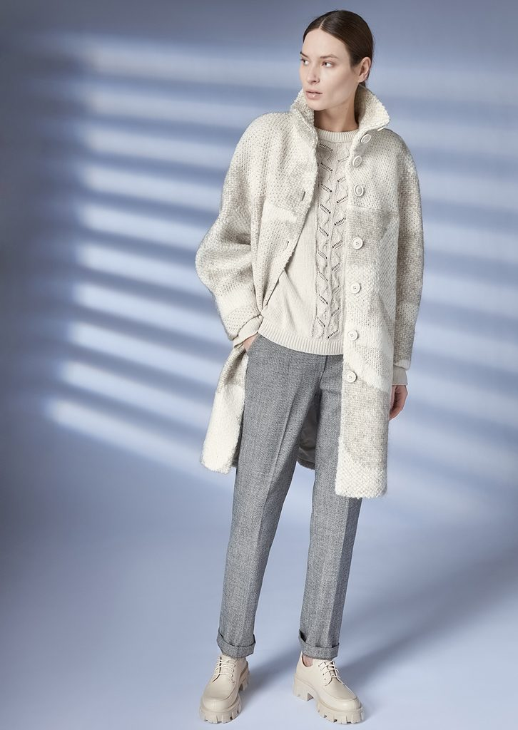 COAT/COAT <strong>Z250</strong><br> SWEATER/SWEATER <strong>Z233</strong><br> PANTS/PANTS <strong>Z210</strong>