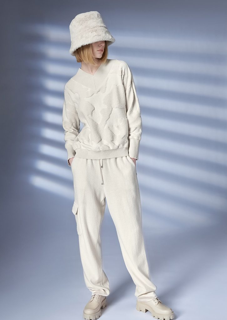 SWEATER/SWEATER <strong>Z247</strong><br> HAT/HAT <strong>Z201</strong><br> PANTS/PANTS <strong>Z228</strong>