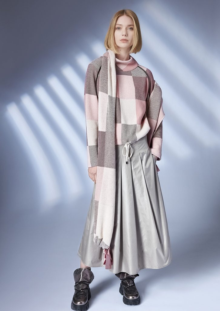 SWEATER/SWEATER <strong>Z304</strong><br> SCARF/SCARF <strong>Z305</strong><br> SKIRT/SKIRT <strong>Z136</strong>