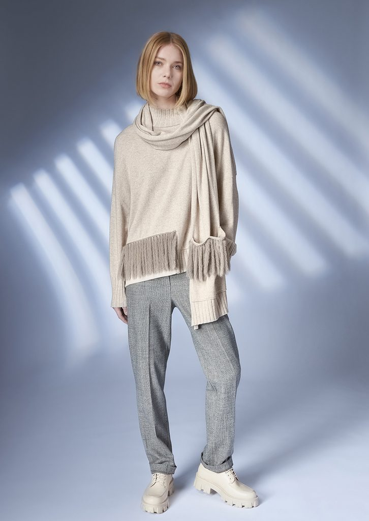 SWEATER/SWEATER <strong>Z364</strong><br> SCARF/SCARF <strong>Z365</strong><br> PANTS/PANTS <strong>Z210</strong>