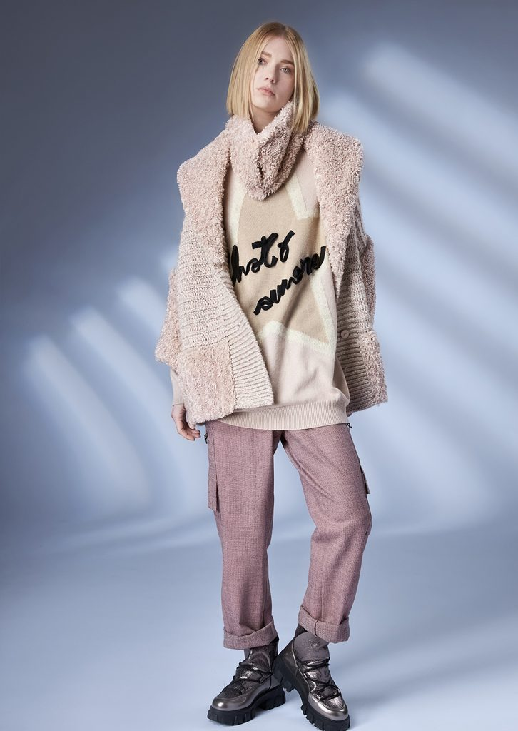 COAT/COAT <strong>Z350</strong><br> SWEATER/SWEATER <strong>Z328</strong><br> COLLAR/COLLAR <strong>Z348</strong><br> PANTS/PANTS <strong>codice3</strongZ213