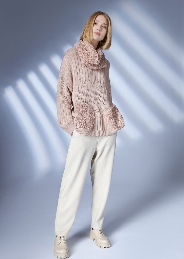 SWEATER/SWEATER <strong>Z351</strong><br> COLLAR/COLLAR <strong>Z348</strong><br> PANTS/PANTS <strong>Z217</strong>
