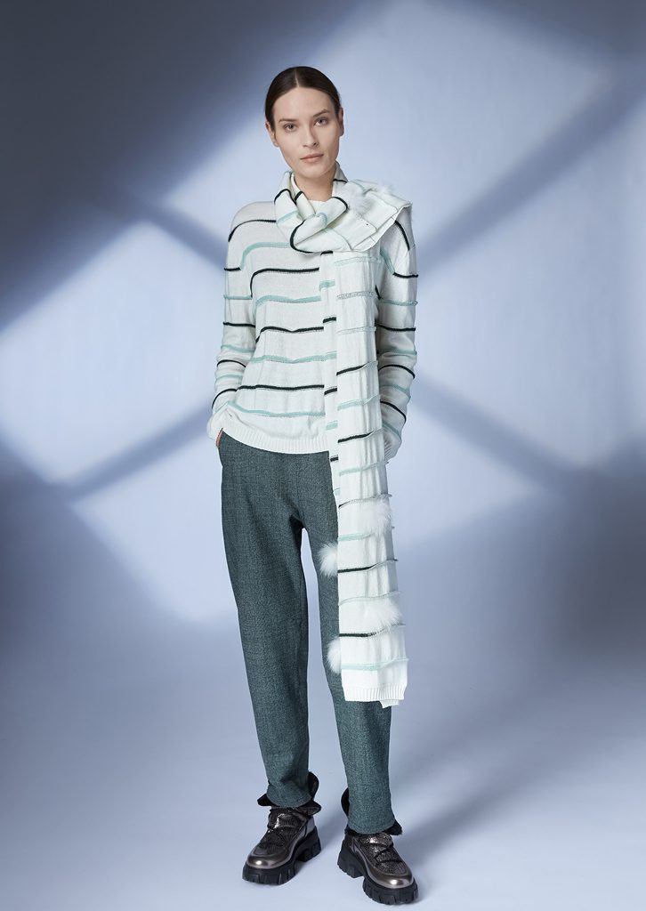 SWEATER/SWEATER <strong>Z159</strong><br> SCARF/SCARF <strong>Z164</strong><br> PANTS/PANTS <strong>Z215</strong>