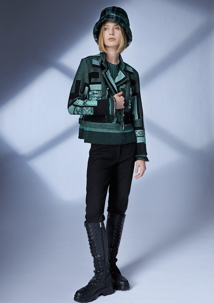 JACKET/JACKET <strong>Z110</strong><br> SWEATER/SWEATER <strong>Z147</strong><br> HAT/HAT <strong>Z181</strong><br> PANTS/PANTS <strong>Z222</strong>