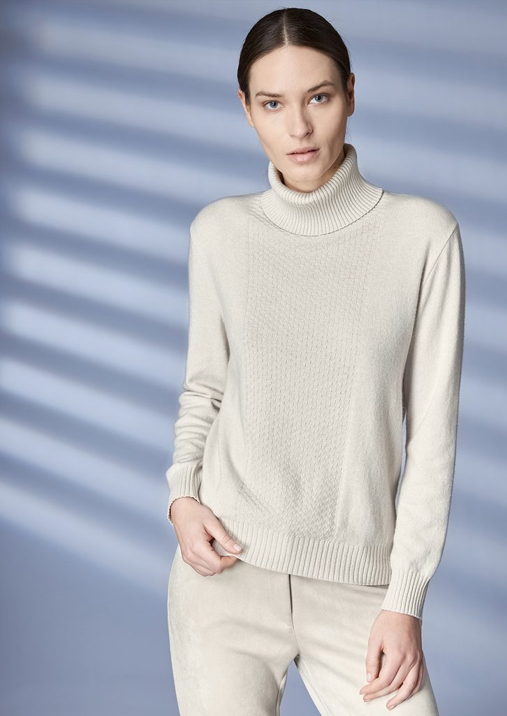 TURTLE_NECK/TURTLE_NECK <strong>Z208</strong><br> PANTS/PANTS <strong>Z220</strong>